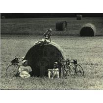 1987 Press Photo Paul and Mary Bockhorst After Bicycling, Sheboygan County
