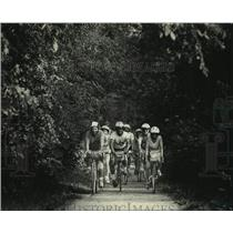 1988 Press Photo Group of bicyclists near Albany on South route of SAAGBRAW.