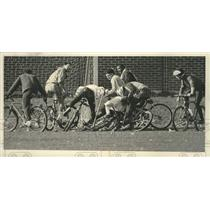 1991 Press Photo University of Wisconsin students play mountain bike polo