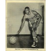1958 Press Photo Harlem Globetrotters Basketball Team Center Roman Turmon