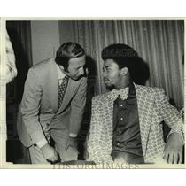 1974 Press Photo Fred Rosefeld with Jazz basketball player Aaron James