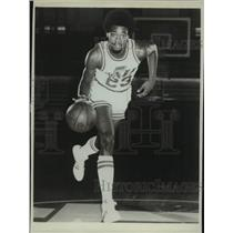 1975 Press Photo New Orleans Jazz basketball player Aaron James - nos17538