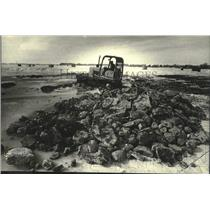 1982 Press Photo Tractor Works On Walleye Spawning Ground At Fox Lake, Wisconsin