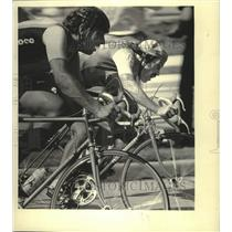 1983 Press Photo Riders sprint in Milwaukee Sentinel Cycling Classic, East Town