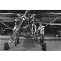 1985 Press Photo High school students in aviation mechanics class - mjb60652