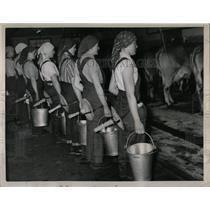 1958 Press Photo Kempten Germany Bavarian Milkmaids - RRX78039
