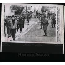 1960 Press Photo French Soldiers Guard Moslem