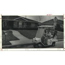 1981 Press Photo Residents use golf cart Quail Valley Subdivision Missouri City