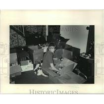 1985 Press Photo Chris Zawoyski Collected 5000 lbs of Food For The Oneida People