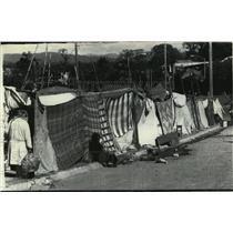 1976 Press Photo Residents built makeshift homes in Guatemala City - mja97765