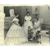 1975 Press Photo Jeanne Covey, Marybelle Schoen-Historic New Orleans Collection