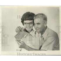 1975 Press Photo States-Item's Draw Poker winner Mrs. Betty Mittl and husband