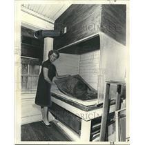 1975 Press Photo Phyllis Hudson, Art Conservator - noo34861