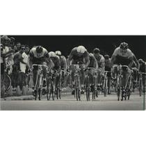 1984 Press Photo The Sentinel Cycling Classic Senior 3 Race at Brown Deer Park