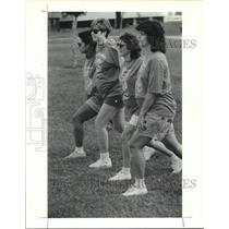 1987 Press Photo Expectant mothers stretch before the 1.5 mile walk in Houston