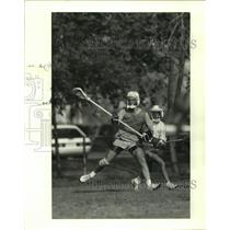 1989 Press Photo John Aron at practice for Memorial High School lacrosse team.