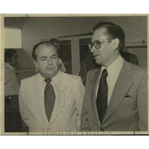 1977 Press Photo Raul Galarza, Mexican Consul with Fernando Solana at Event