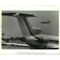 1991 Press Photo B-17 airplane preparing to land at Mobile Aerospace, Alabama
