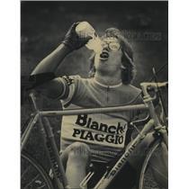 1992 Press Photo Olympic cycling hopeful, Les Barczewski, takes a water break