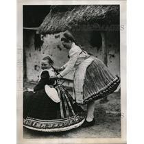1939 Press Photo Buxom Bujak Belles District of Hungary Germany - nex08722