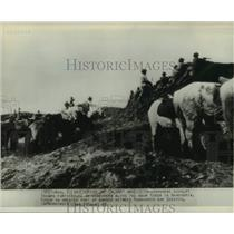 1945 Press Photo Japanese Cavalry Troops during Manchuria maneuver - lrx41731
