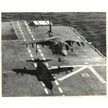 Press Photo AV-8B Harrier plane lands on deck of ship - amrx00036