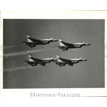 1987 Press Photo Thunderbirds aerial performance jets in flight, Alabama