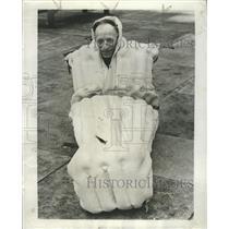 1954 Press Photo Alfred Angel Tests Rubber Survival Bag - RRW44185