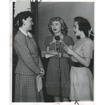 1946 Press Photo Frances Harris Betty Nehlsen - RRW31837