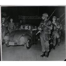 1961 Press Photo Allan Lightner Jr Communist Berlin - RRW06635