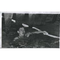 1954 Press Photo Hawaiian Swimmer Konno Treading Water After Race - RSC27185