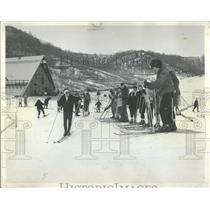 1962 Press Photo Novices Chicago Alumini Ski Club Line
