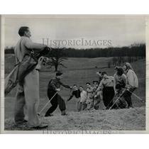 1949 Press Photo Skiing Straw walt Hafeli River Bank - RRW01051
