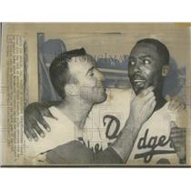 1965 Press Photo Osteen rubs chin of Roseboro after victory - RSC28503