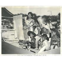 1959 Press Photo Pan American Games Schedule Onlookers - RRW52081