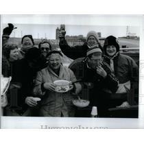 1991 Press Photo Chicago Bears Fans Tailgate - RRX12033