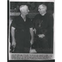 1949 Press Photo Rev.Kenneth E.Kirk with Dodger's manager Burr Shatton.