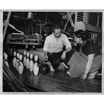 1950 Press Photo Bowling School Ralph Hughes - RRW05727