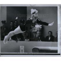 1968 Press Photo Gymnast Odlozel Balance Beam Dismount - RRX21905