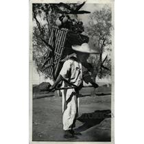 1941 Press Photo Mexican Cargador Patzcuaro - RRW81931