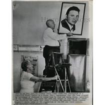 1960 Press Photo Castro Photo Comes Down - RRW21199