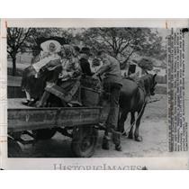 1962 Press Photo Budapest Hungary Peasant Family - RRX76945