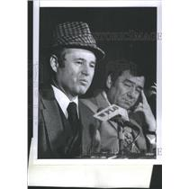 1977 Press Photo Atlanta Falcons Owner Smith Player Le Baron Press Conference