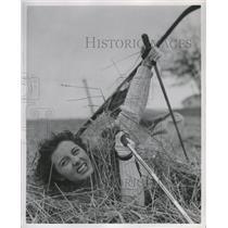 1949 Press Photo Lois Pursifull on Straw Skiing - RRW31405
