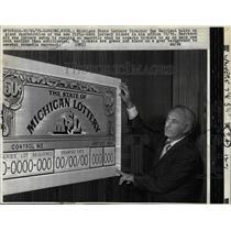 1972 Press Photo Michigan Lottery Director Gus Harrison - RRW02033