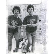1963 Press Photo Sporting twins,Mary Jo and Betty Jo- RSA19343