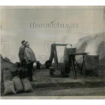1945 Press Photo ATTENDANTS SAN FRANCISCO CLEARING FOG - RRW88751
