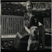 1921 Press Photo Mrs Paul Mayo Dog Black White - RRW12523