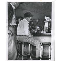 1954 Press Photo uranium prospector Geiger counter - RRW37047