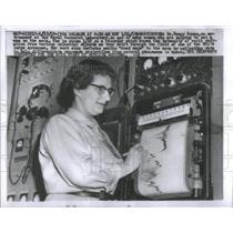 1959 Press Photo Dr. Nancy Roman astronomer at the Naval Research Laboratory